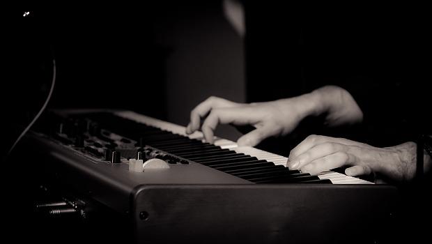 Pianist Dennis de Bruijn - Nord stage 3 - Handen 2