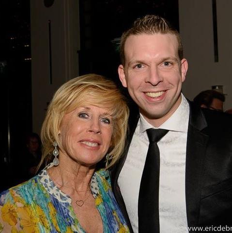 Tijdens het concert bij Lee Towers op de foto met Joke Bruijs