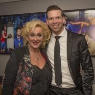 Met zangeres Karin Bloemen op de foto tijdens het concert van Rene Froger